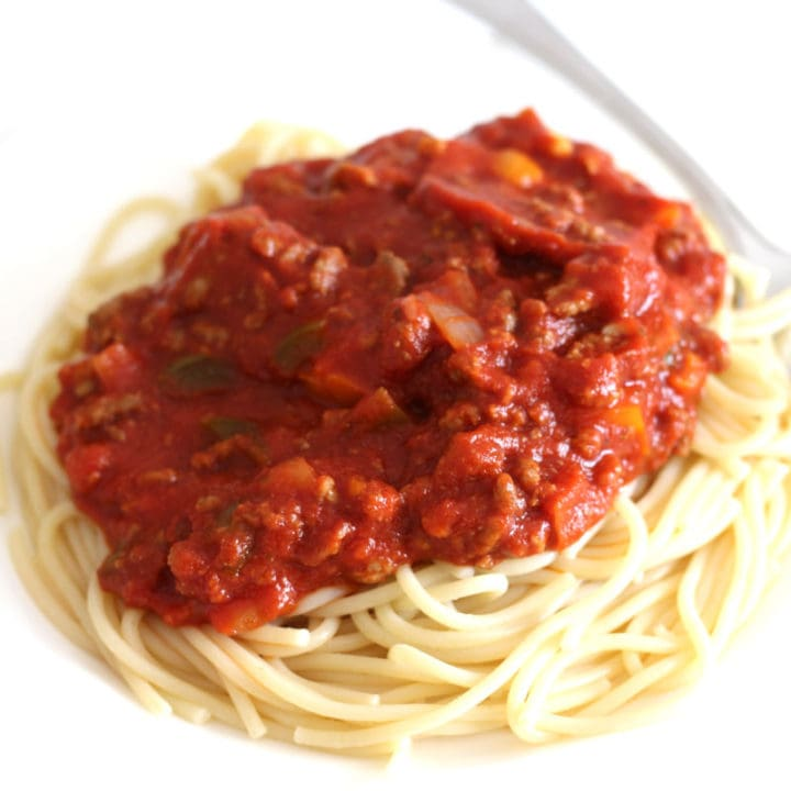 A plate of spaghetti with meat sauce