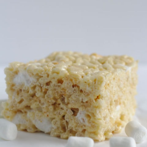 One Rice Kripsie Square with marshmallows around it.