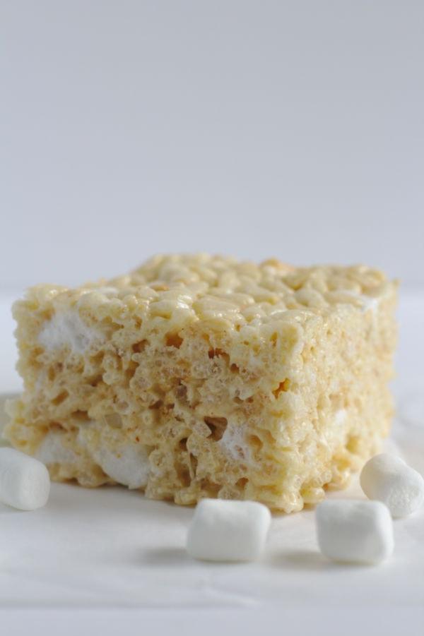 One Rice Kripsie Square with marshmallows around it.