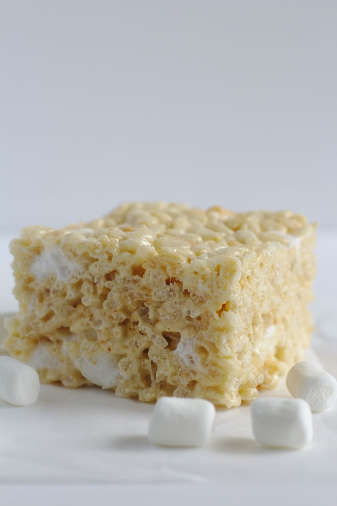 One rice krispie square with marshmallows around it.